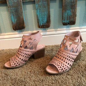 Blush pink size 7 1/2-8 Velcro strap heel!